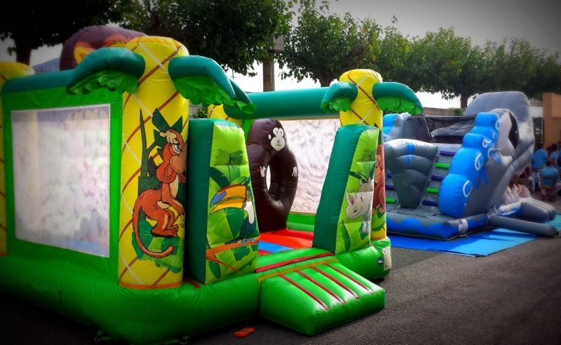 Castell Inflable Saltari. Mides: 4m x 4m x 4m